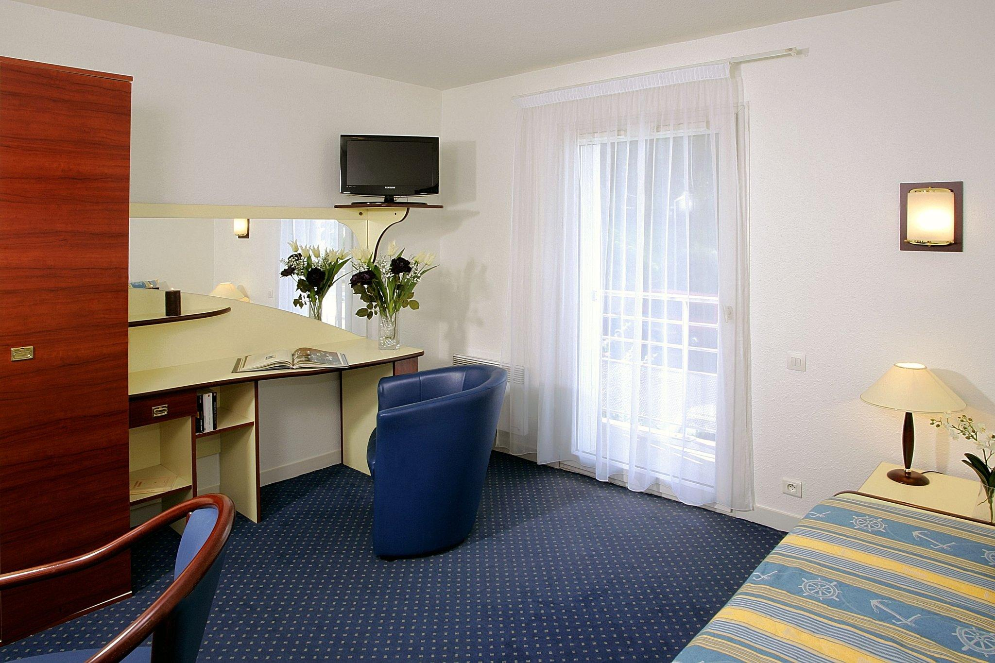 Logo brest long appart 39 hotel brest terres de france for Appart hotel pas cher